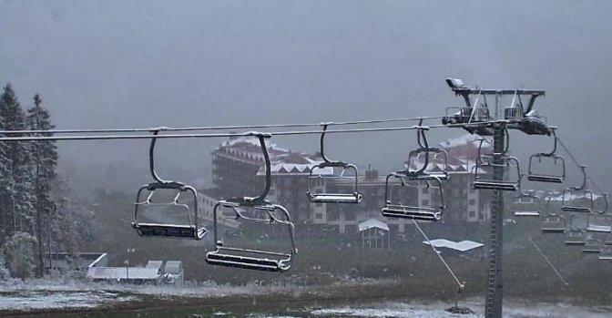 Карпати засипало першим снігом