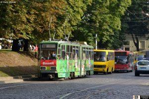 У Львові пасажири трамвая побили контролера (відео)