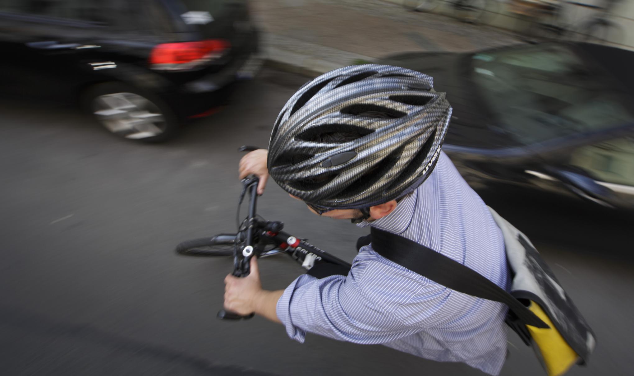 велосипедист шолом