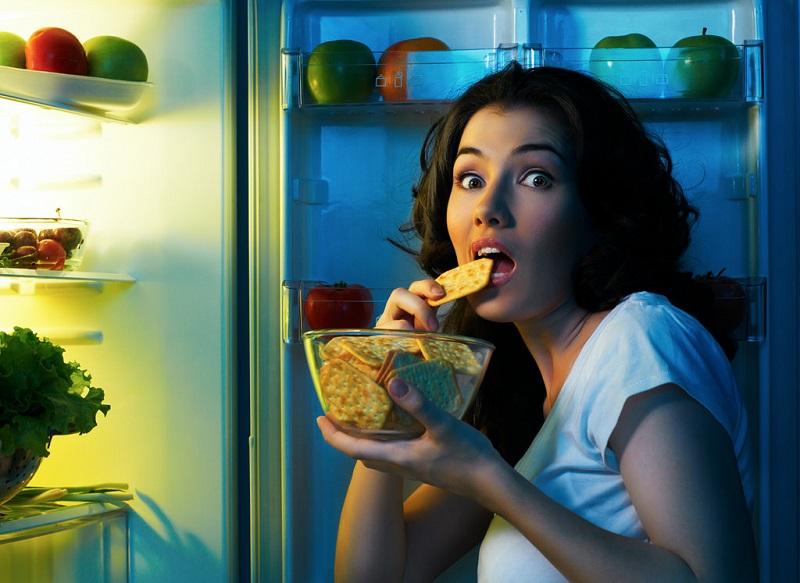 нічний жор холодильник харчування