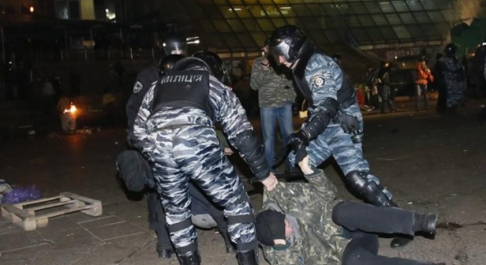 30 листопада, Київ, Беркут розганяє протестувальників