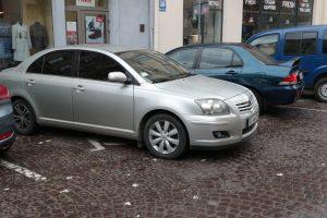 Службове авто мера Львова припаркували на місці для людей з інвалідністю