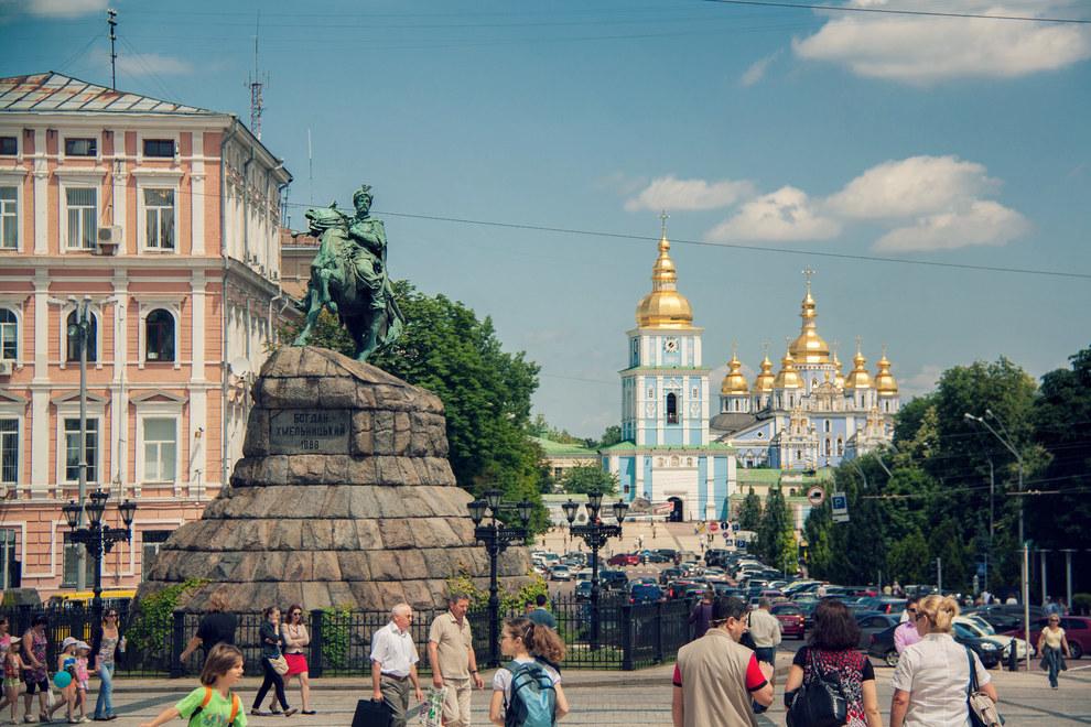 Вид з Софійської площі на Михайлівський собор, Київ