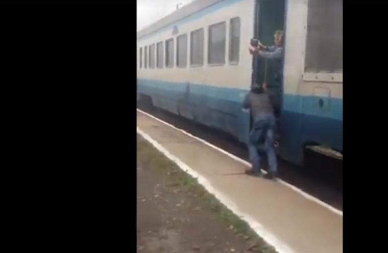 «Акумулятор «сів»: пасажирам довелося штовхати поїзд «Івано-Франківськ – Рахів»