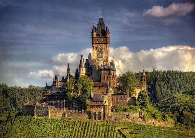 Замок Райхсбург, Німеччина.