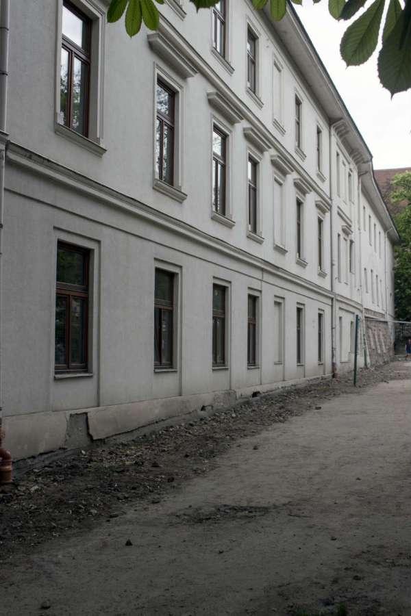 Вигляд німецької гімназії від вулиці В. Винниченка. Фото 2015 року