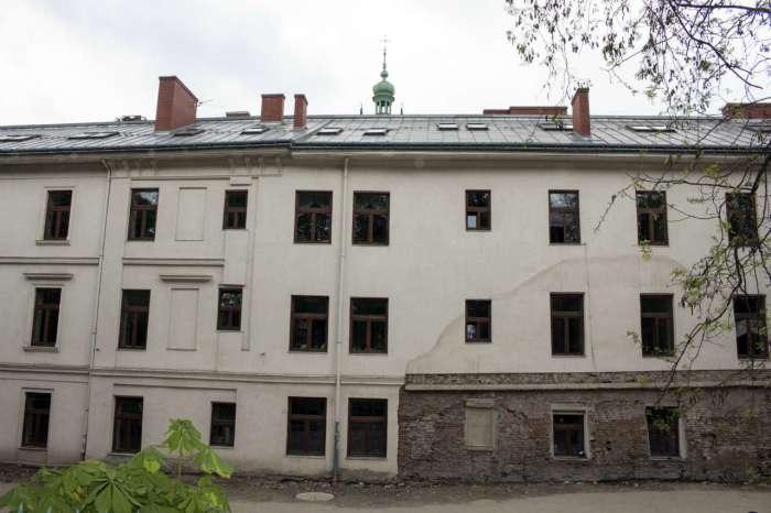 Вигляд нинішньої школи №8 від вулиці В. Винниченка. Фото 2015 року