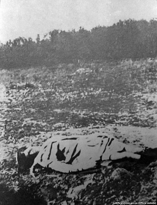 Жертва голоду. Місце і дата зйомки: УССР, 1932-1933 рр