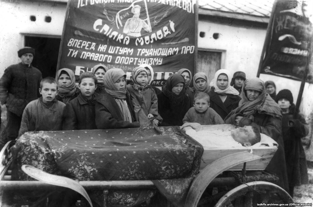 Похорони сільського активіста в с.Сергіївка Красноармійського району Донецької області, 30-і рр