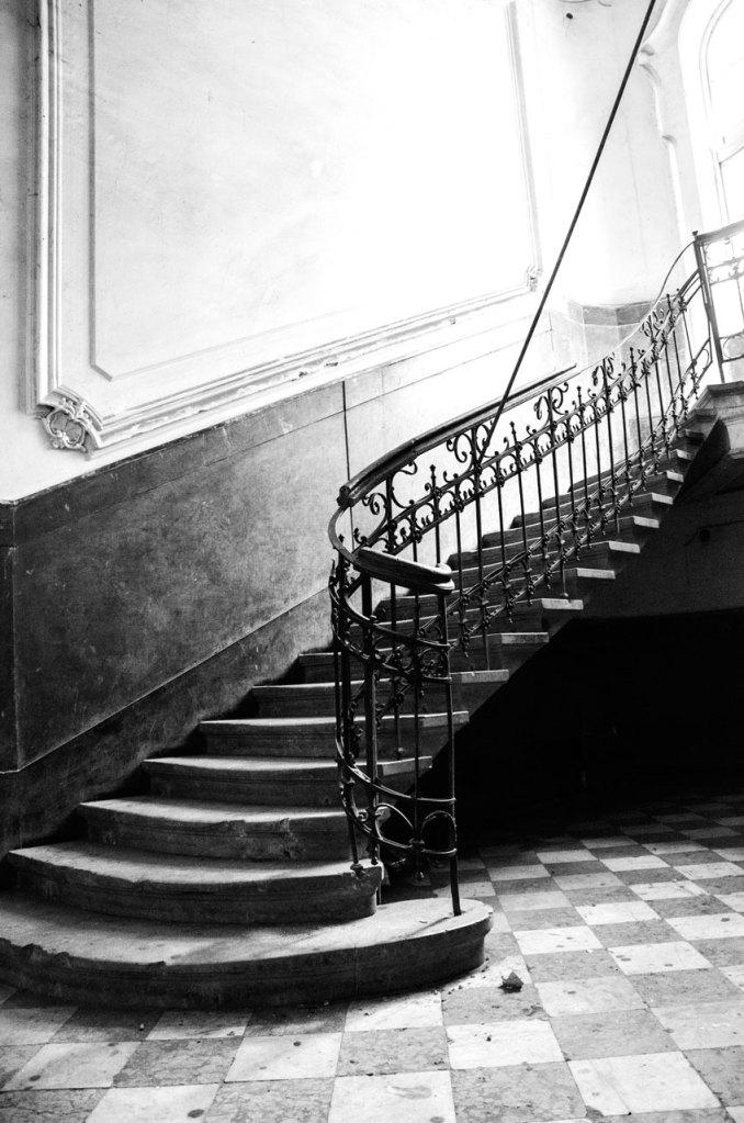 Витончені сходи у будинку Ландау
