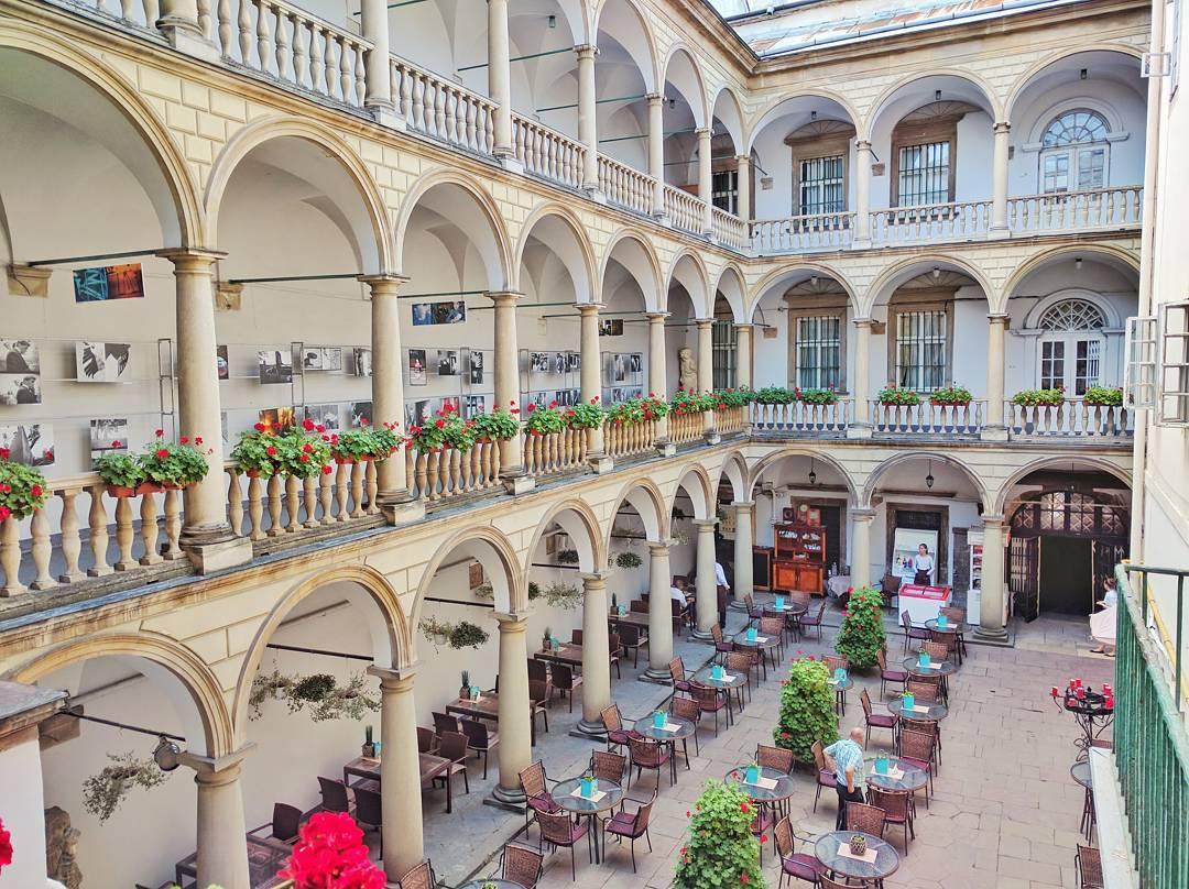 Італійський дворик © jdworldtravels