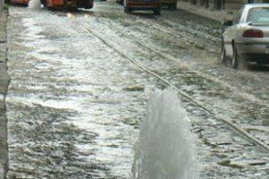 У Львові на вулиці Цетнерівка витік води