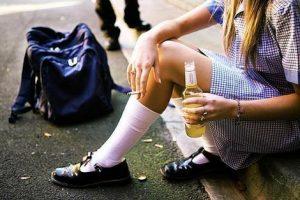 На Львівщині дві школярки отруїлися алкоголем