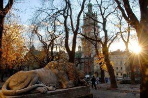 На Львівщину йде тривале потепління: прогноз на перші дні листопада