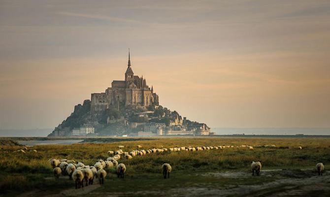 Острів-фортеця Мон-Сен-Мішель, Франція.