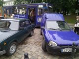Львів'яни перенесли авто, що перешкоджало руху трамвая (відео)