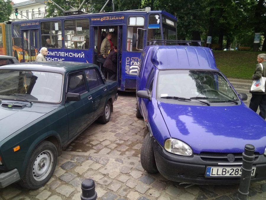 паркування львів трамвай