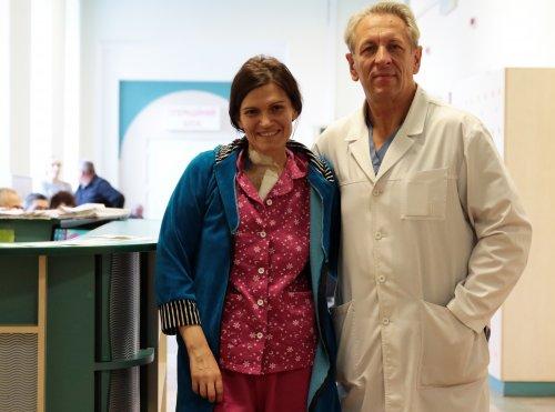 Професор Любомир Кулик зі своєю пацієнткою Ольгою Гуржій