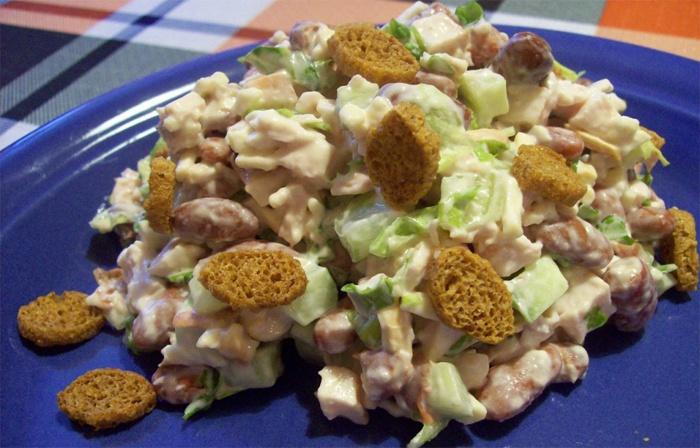 Салат з квасолею та грибами.