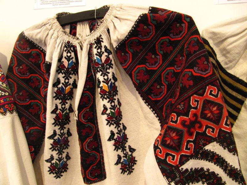 b0404f7a5bce11 Магія вишиваних сорочок: які узори зорієнтовані на добро | То є Львів.