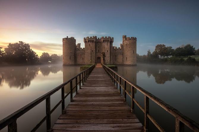 Замок Бодіам, Англія.