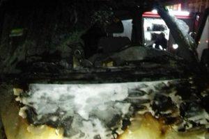 У Львові 10 пожежників гасили автомобіль