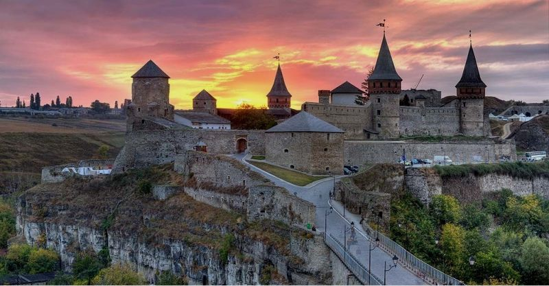 Hа фото: Кам'янець-Подільська фортеця