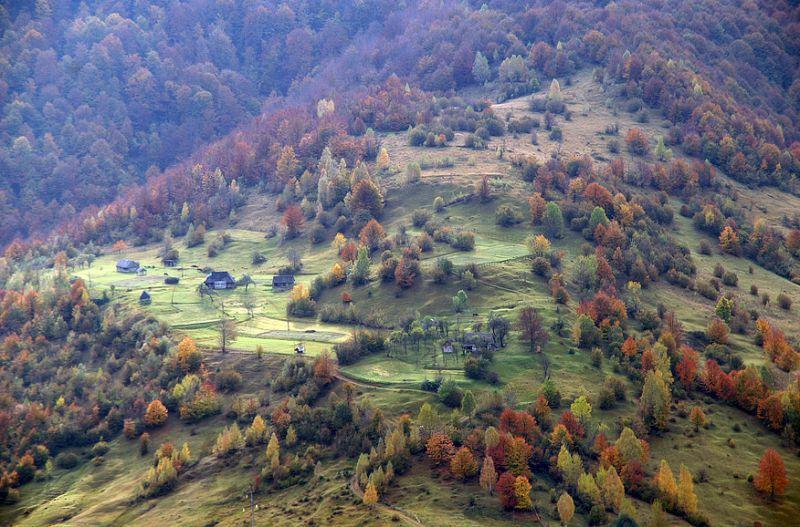 На фото: село Колочава, Карпати