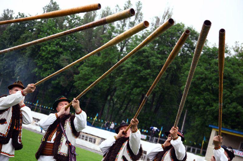На фото: фестиваль «На Синевир трембіти кличуть»