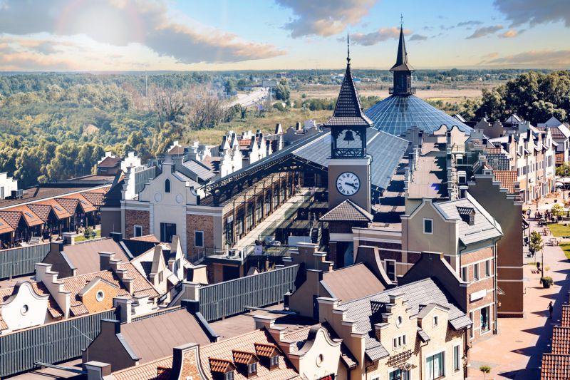 На фото: «Мануфактура», аутлет-містечко під Києвом