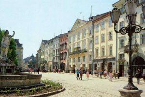 Як це – бути україномовною в місті «можливостей і перспектив»