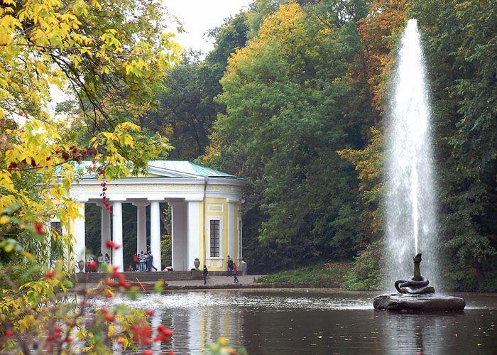 На фото: парк «Софіївка» у місті Умань
