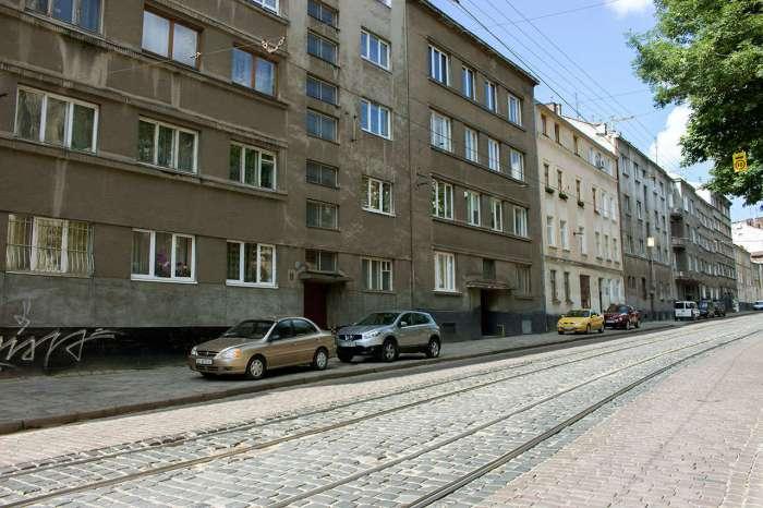 Сучасна забудова на вулиці Вітовського (давній Пелчинській) – саме тут знаходився Панянський став. Фото 2015 року
