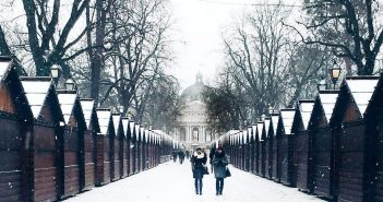 Львів засипає снігом