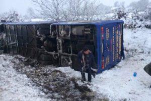 Екстрено: на Львівщині перекинувся автобус з 20 пасажирами, є постраждалі (фото)