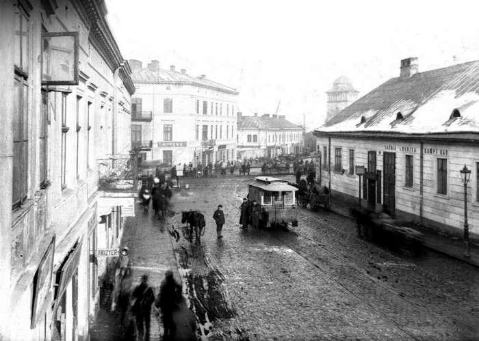 Вулиця Хмельницького на перетині із нинішньою вулицею Гайдамацькою. Фото поч. XX ст.
