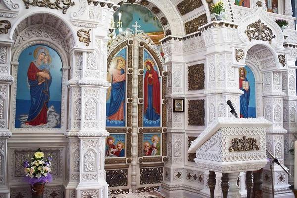 """На Тернопільщині з'явилось """"восьме чудо України"""" – іконостас з 1,5 мільйонів бісеринок"""