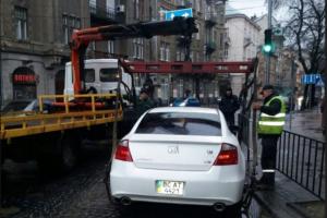 За два тижні у Львові оштрафували 250 водіїв, які порушили правила паркування