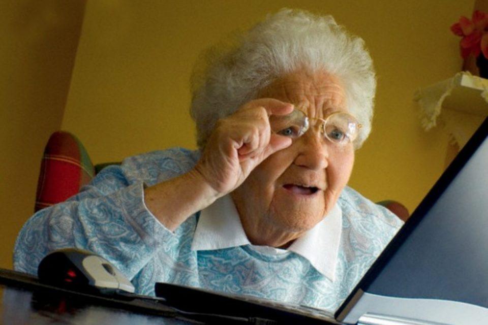 пенсіонерка бабуся шок здивування