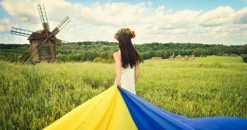 україна прапор україни дівчина
