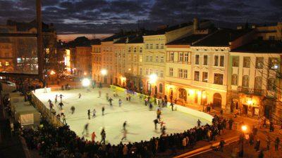 На ковзанці на площі Ринок львів'янам покажуть новорічну виставу