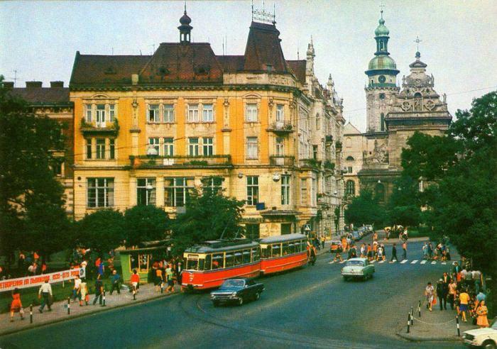 Львів, трамвай на площі Галицькій