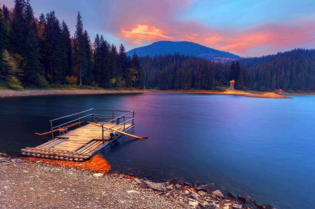 На фото: озеро Синевир