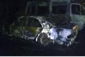 Вночі у Львові горіла парковка. Врятували 30 машин