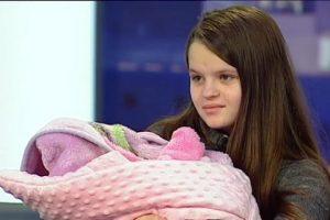 Обіцяне житло не дали: Наймолодша мама України збирається до Польщі, щоб заробити на квартиру
