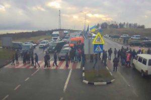 На Львівщині мітингувальники погрожують заблокувати всі пункти пропуску