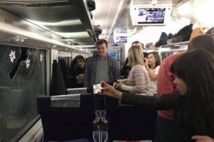 Невідомий каменем розбив вікно у потязі Київ-Львів і попав у співачку Руслану
