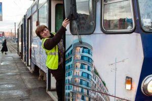 Водійка львівського трамваю знімає відеоблоги для YouTube (ВІДЕО)