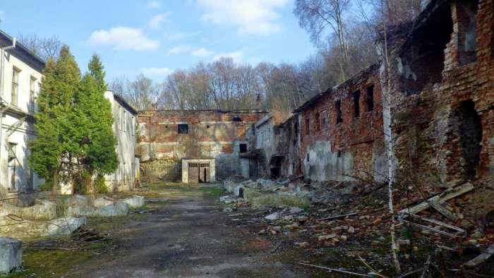 """Руїни заводу """"Укрвино"""" на Погулянці. Фото наших днів"""