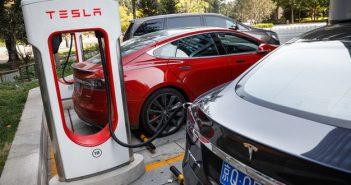 Українець батарею для електрокарів, що заряджається швидше, ніж Тесла